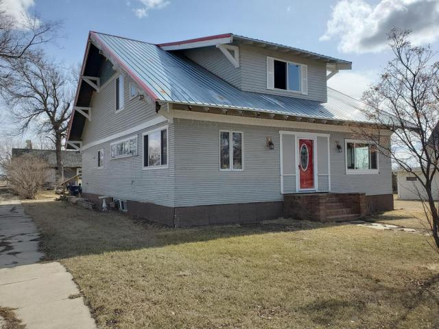 House view featured at 301 McKinley Ave, Goodrich, ND 58444