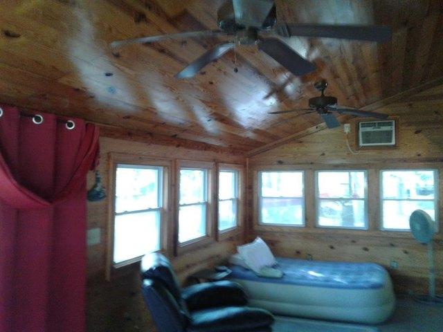 Living room featured at 730 Boardman Dr, Bracey, VA 23919