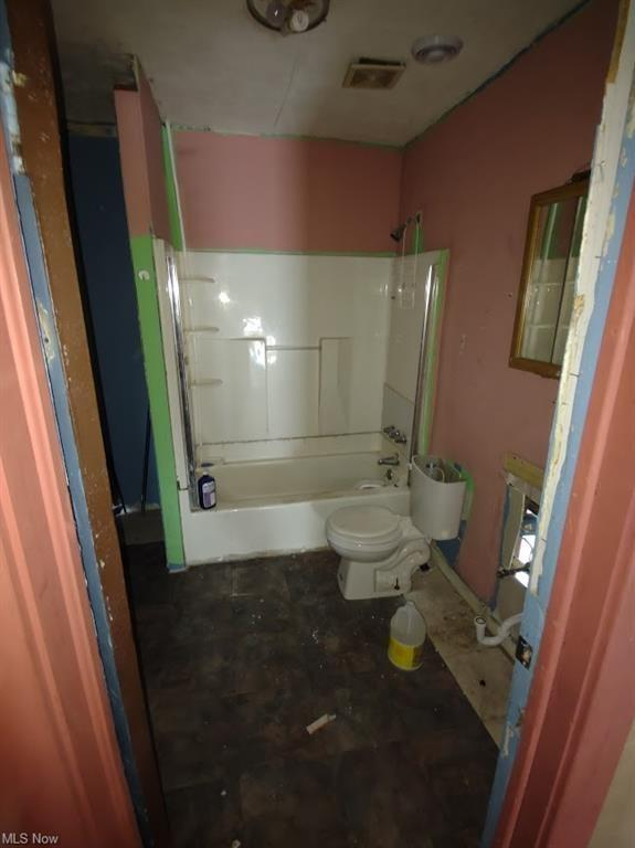 Bathroom featured at 521 W 23rd St, Lorain, OH 44052