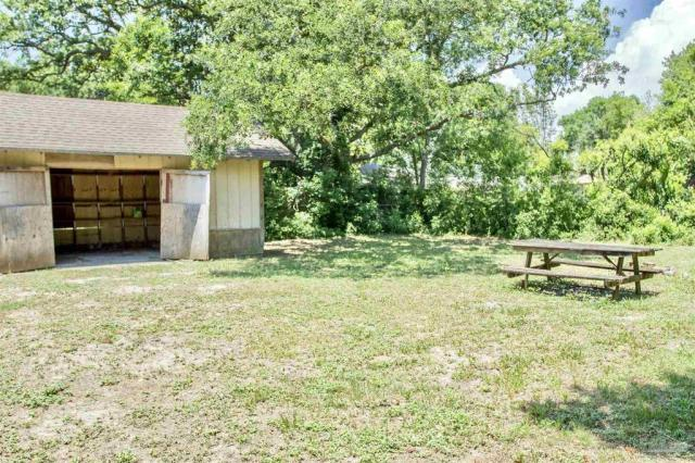 Yard featured at 126 Cavalier Dr, Pensacola, FL 32507