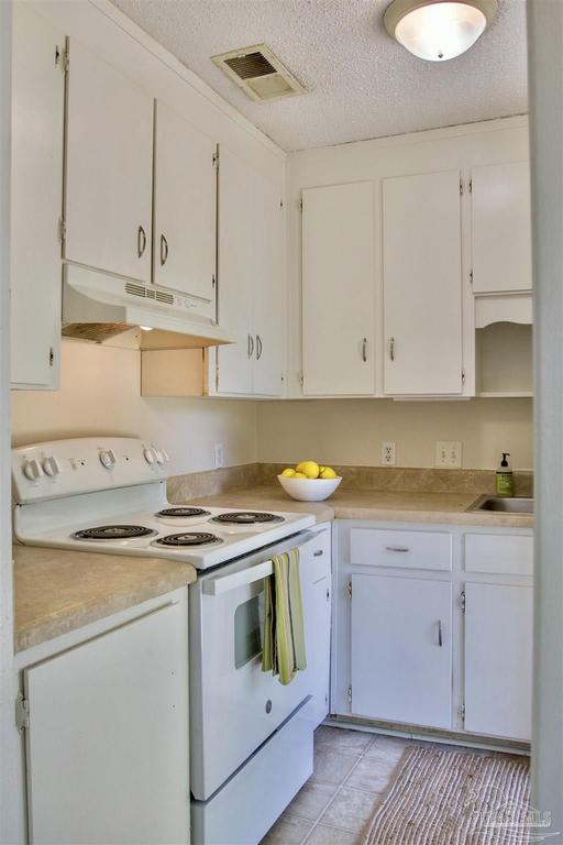 Kitchen featured at 126 Cavalier Dr, Pensacola, FL 32507