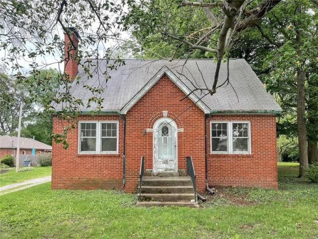 House view featured at 1418 S Illinois St, Belleville, IL 62220