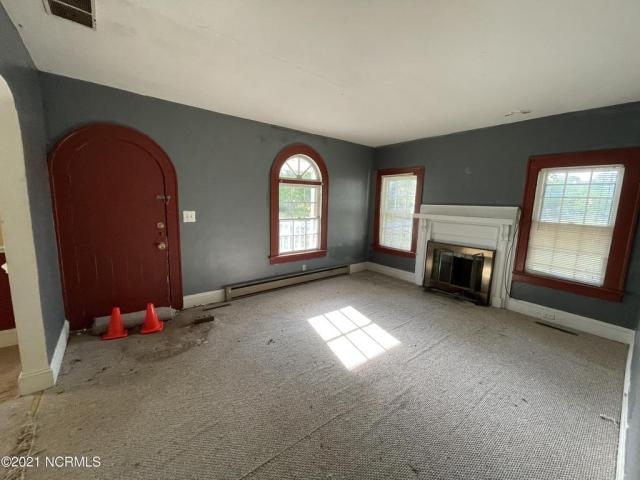 Living room featured at 102 N Roberson St, Robersonville, NC 27871