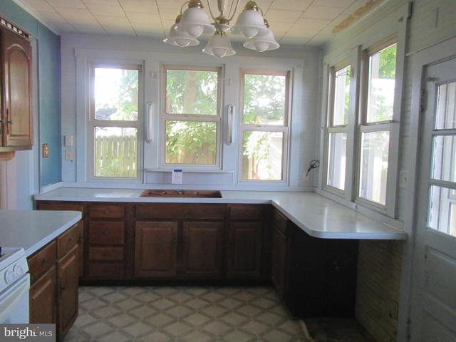 Kitchen featured at 117 Houston Ave, Harrisburg, PA 17103
