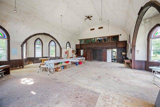 Garage featured at 209 E Church St, Lynn, IN 47355