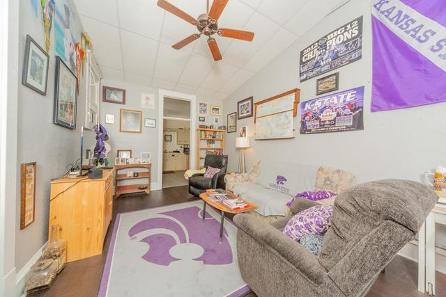 Living room featured at 127 W 9th St, Coffeyville, KS 67337