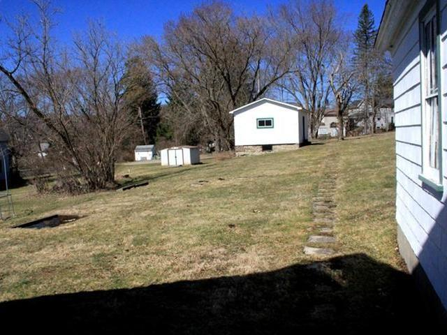 Yard featured at 219 Carver St N, Warren, PA 16365