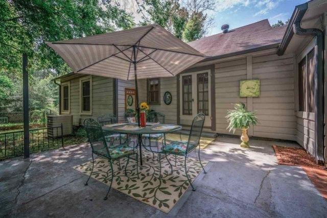 Porch yard featured at 713 Monroe St, Kilgore, TX 75662