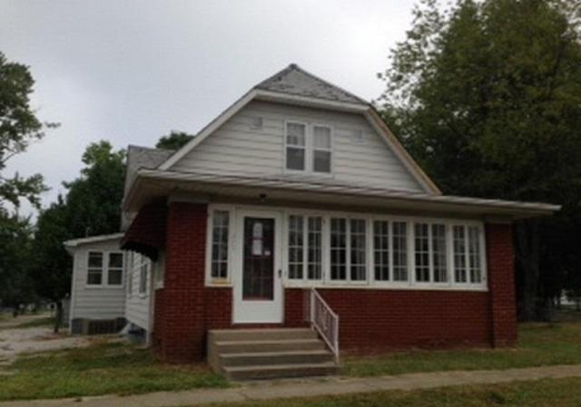 Porch featured at 325 W Hickory St, Jasonville, IN 47438