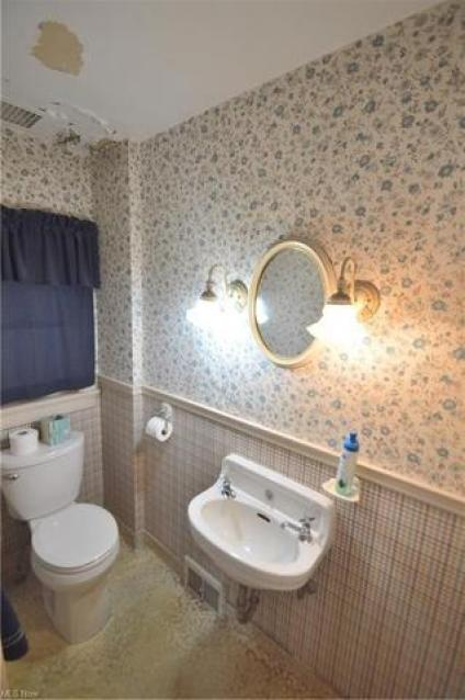 Bathroom featured at 4019 Rush Blvd, Youngstown, OH 44512