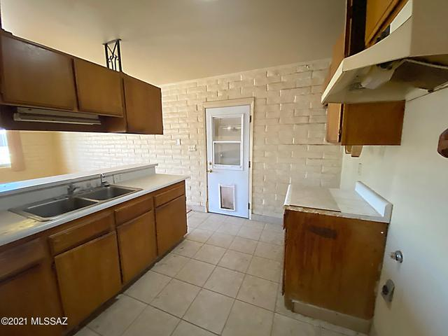 Kitchen featured at 440 W 5th St, Ajo, AZ 85321