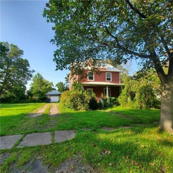 Yard featured at 11993 Butler St, Wolcott, NY 14590