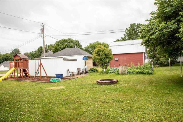 Yard featured at 401 SW 3rd Ave, Tripoli, IA 50676
