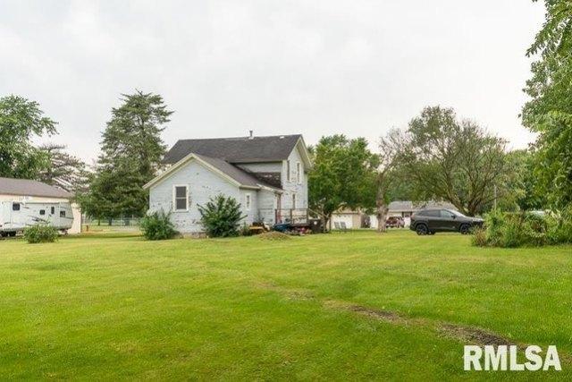 Yard featured at 610 E IL Route 17 St, Wenona, IL 61377