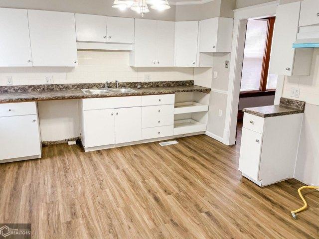 Kitchen featured at 1508 Market St, Burlington, IA 52601