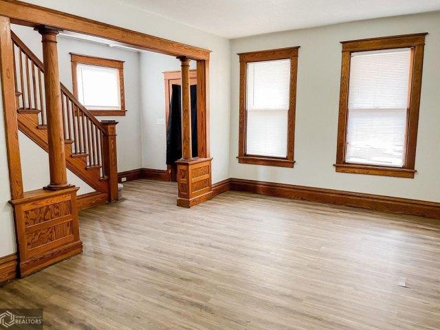 Living room featured at 1508 Market St, Burlington, IA 52601
