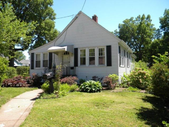 House view featured at 407 W 9th St, Sterling, IL 61081