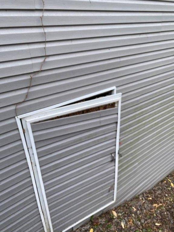 Garage featured at 478 W 2nd St, Maysville, KY 41056