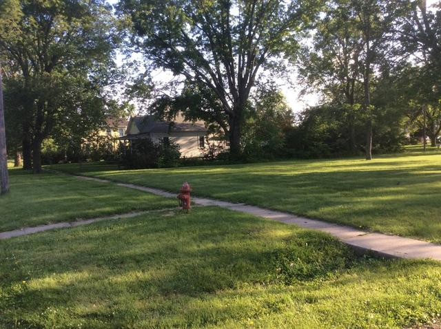 Yard featured at 500 N Chestnut, Red Cloud, NE 68970