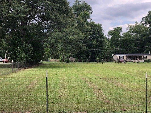 Yard featured at 209 E Allen St, Leslie, GA 31764
