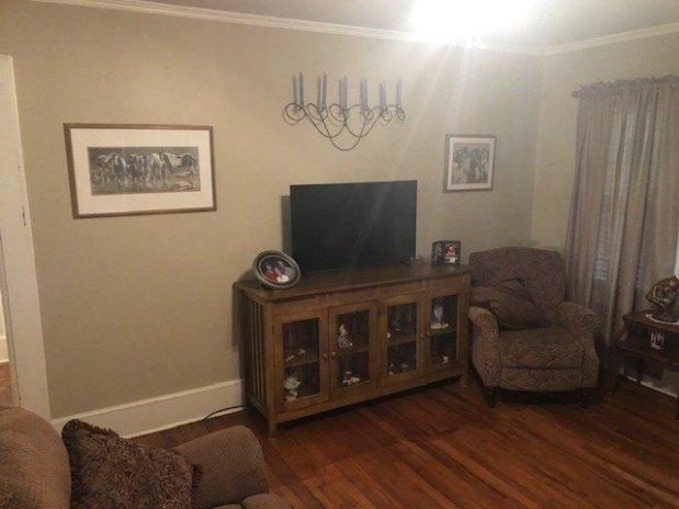 Living room featured at 209 E Allen St, Leslie, GA 31764