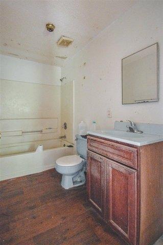 Bathroom featured at 1031 Mlk Jr Blvd, Quincy, FL 32351