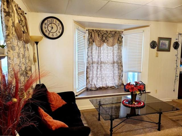 Living room featured at 18 N Green St, Green City, MO 63545