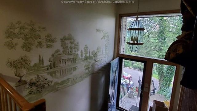 Dining room featured at 706 Viewmont Dr, Charleston, WV 25302