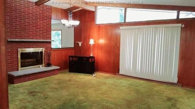 Bedroom featured at 706 Viewmont Dr, Charleston, WV 25302