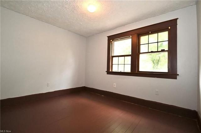 Bedroom featured at 316 E Lucius Ave, Youngstown, OH 44507