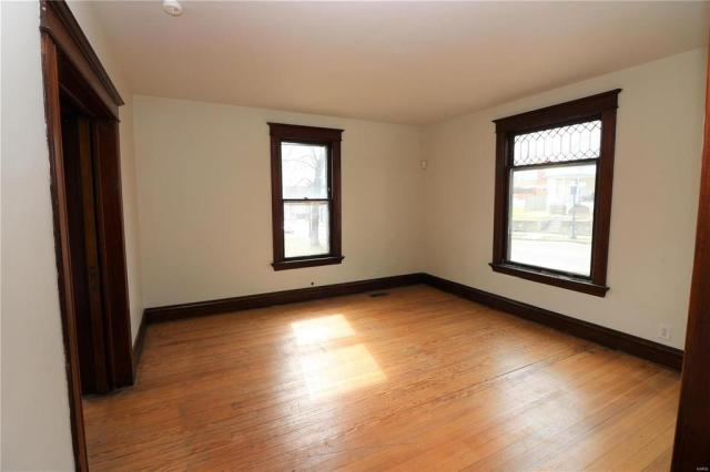 Living room featured at 222 N 1st St, Pacific, MO 63069