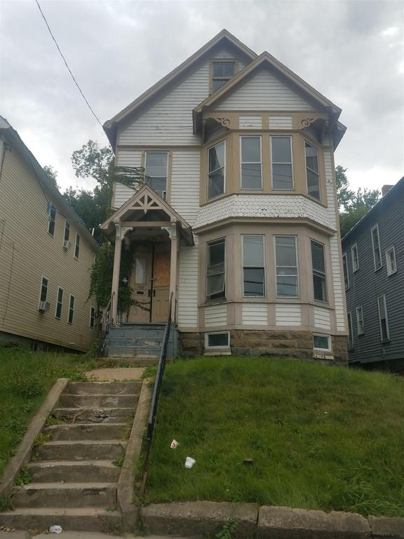 Porch yard featured at 742 Eastern Ave, Schenectady, NY 12308