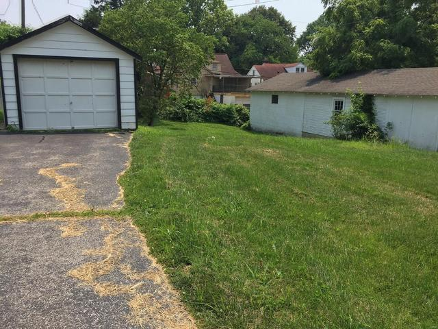 Yard featured at 14 S 88th St, Belleville, IL 62223
