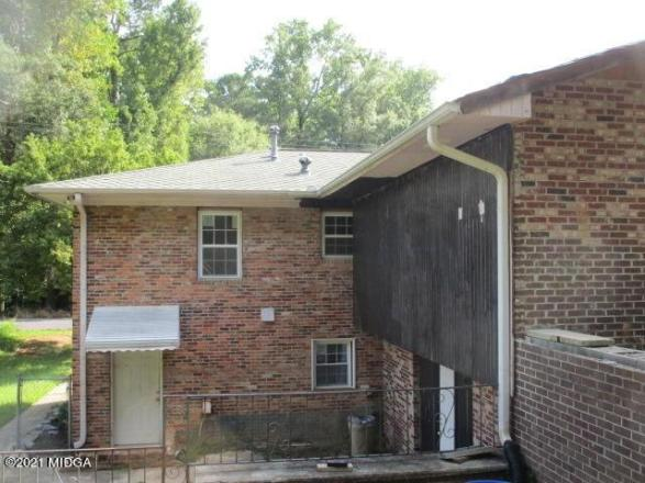 Porch yard featured at 2762 Portland Pl, Macon, GA 31211
