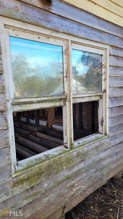 Porch featured at 99 Griffin St, Grantville, GA 30220