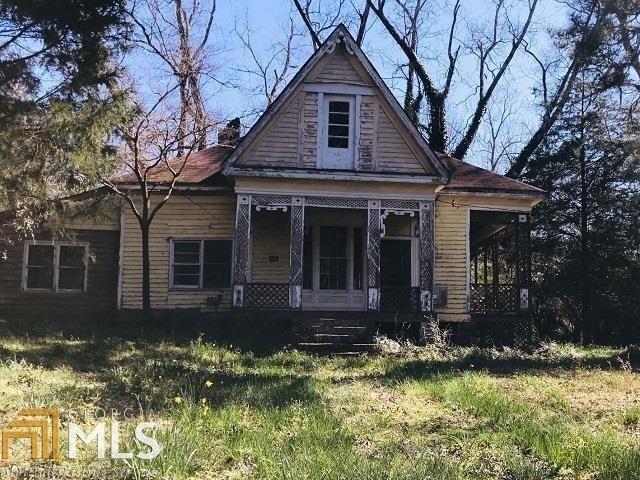 Porch yard featured at 99 Griffin St, Grantville, GA 30220