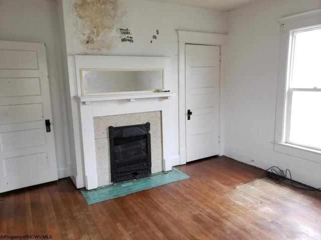 Living room featured at 430 Duff St, Clarksburg, WV 26301