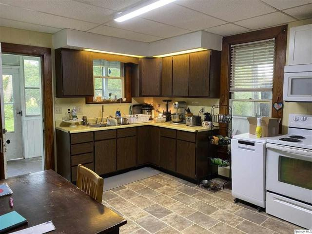 Kitchen featured at 510 S Fulmer St, Nauvoo, IL 62354