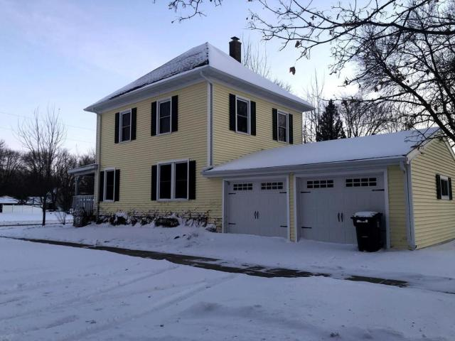 Garage featured at 387 4th St, Tracy, MN 56175