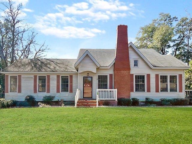 Porch yard featured at 18932 Atomic Rd, Jackson, SC 29831