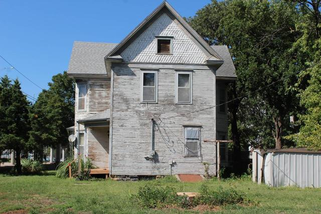 House view featured at 204 E 5th St, Concordia, KS 66901