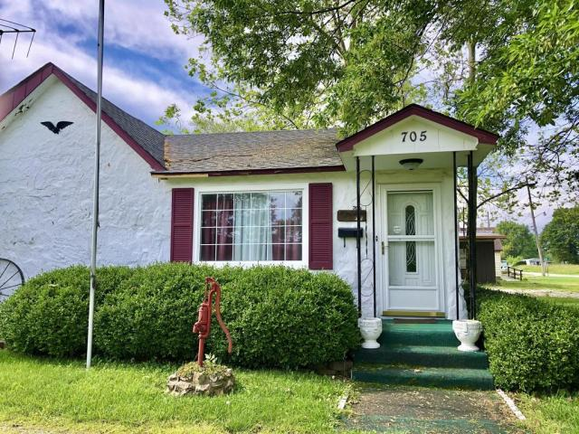 House view featured at 703 Commercial St, Purdy, MO 65734