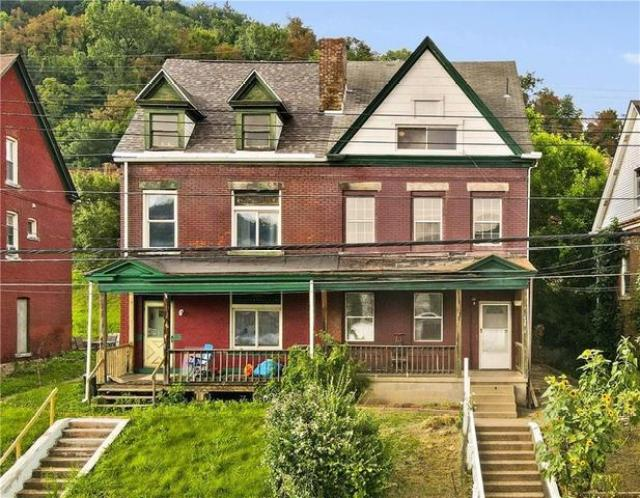 House view featured at 438 Airbrake Ave, Wilmerding, PA 15148