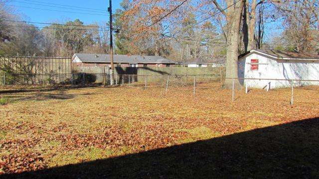 Yard featured at 904 S Tennessee St, Crossett, AR 71635
