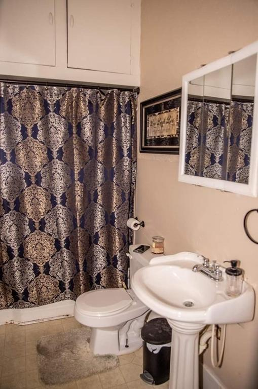 Bathroom featured at 305 Westminster Pl, Independence, KS 67301