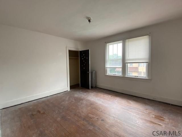 Living room featured at 700-702 Cypress Ave, Johnstown, PA 15902