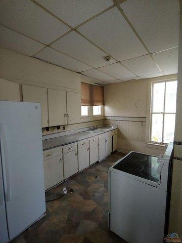 Kitchen featured at 605 S Washington St, Clinton, MO 64735