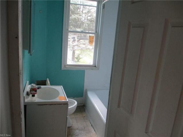 Bathroom featured at 634 S 6th St, Cambridge, OH 43725