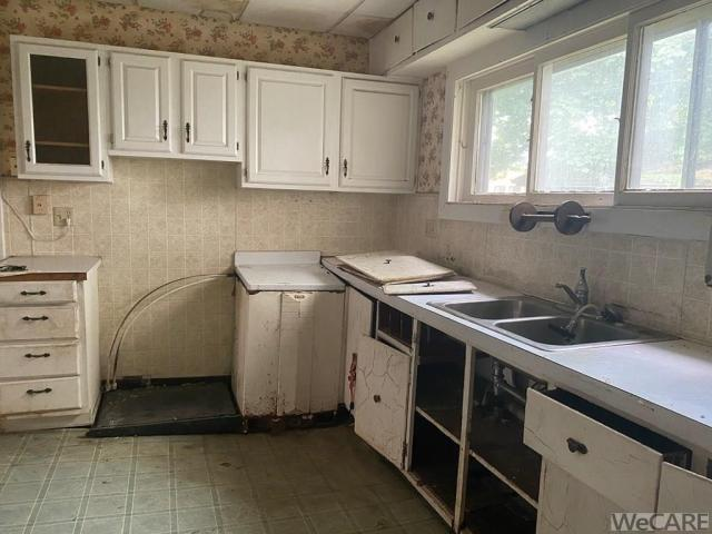 Kitchen featured at 229 S Detroit St, Kenton, OH 43326