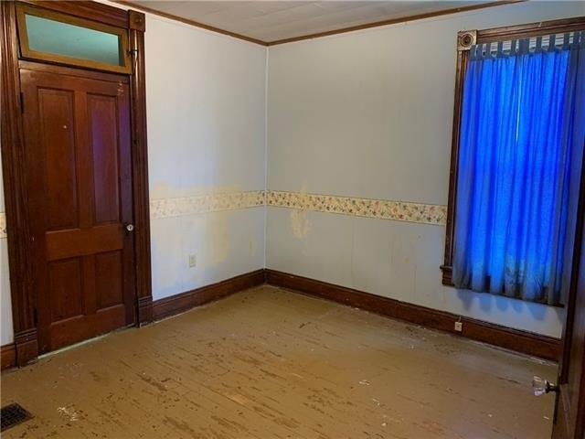 Bedroom featured at 1808 Dewey Ave, Saint Joseph, MO 64505